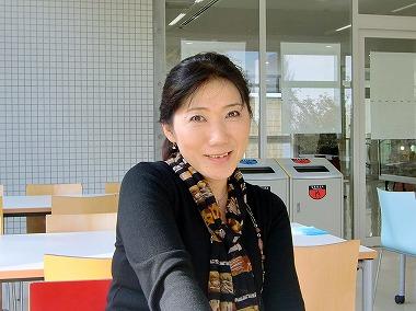 小泉友香 - JapaneseClass.jp